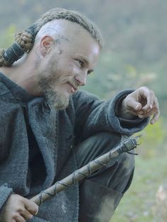 Travis Fimmel, in Vikings attire Ragnar Lothbrok Vikings, Lagertha, Ragnar Lothbrook, Roi Ragnar, Vikings Tv Show, Vikings Tv Series, Vikings Travis Fimmel, Bracelet Viking, Viking Jewelry