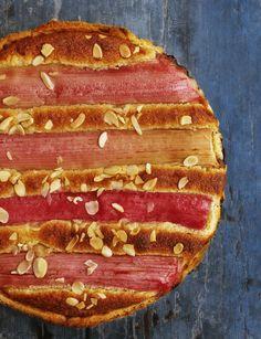Mmm.. een zachtzoete vulling met zure rabarber. Dit wordt jouw toptaart voor de lente! Maak de rabarbertaart deze lente volgens foodies recept.
