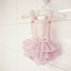 #lillesukkerspinn      #sukkerspinnskjørt #babystrikk #strikk #strikking #rosa #jentebaby #babygirl #babyoutfit #pink #babyknits #strikkegal #følgstrikkere #knittersofinstagram #dalegarn #daleerle #instaknit #knitting #knit