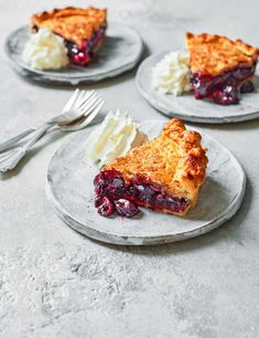Combine cherries in kirsch from a jar with fresh black cherries to make a comforting filling for this sweet shortcrust pastry pie Cherry Jam Recipes, Cherry Desserts, Pastry Recipes, Pie Recipes, Dessert Recipes, Mince Pies, Shortcrust Pastry, Sweet Pie, Crumble Topping