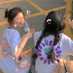 Korean Girl Photo, Cute Korean Girl, Aesthetic Indie, Aesthetic Girl, Korean Best Friends, Best Friends Aesthetic, Best Friend Outfits, Girl Friendship, Best Photo Poses