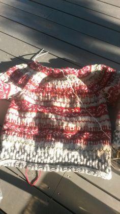 #Haukelikofte går fremover #strikkekos Kos, Blanket, Blankets, Carpet, Quilt