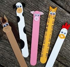 Farm animals bookmarks using Popsicle sticks are soo fun and easy to make!!!