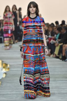 http://www.fashionsnap.com/collection/roberto-cavalli/2015ss/gallery/index3.php