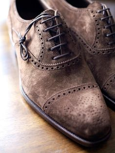 Oxford shoes in suede