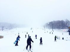 This is happening 😬🎿⛷🏂🏂⛷🎿 . . . #killington #snowboarding #shredding #wipeout #snow #family #goodtimes #goodvibes #skiing #villian #burton #boots #vacation #winter #newyorker #mountains #goodtimes #beastmode #nature #photooftheday #photography #color #white