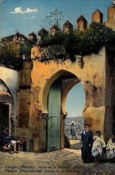 Bab (porte) de la Casbah à Tanger, Maroc - Affiche ancienne                                                                                                                                                                                 Plus