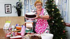 Ellen Williams of the CWA Mermaid Beach branch with her traditional fruit cake. Christmas Love, Christmas Goodies, Christmas Treats, Christmas Baking, Christmas Recipes, Australian Food, Australian Recipes, Old Recipes, Mermaid Beach