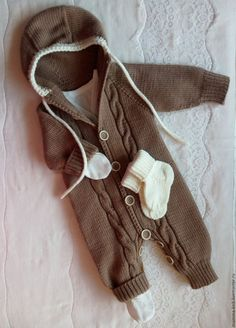 Il y a surement un an maintena Kids Knitting Patterns, Knitting For Kids, Knitting Designs, Baby F, Baby Kind, Baby Barn, Knitted Baby Clothes, Crochet For Boys, Baby Sweaters
