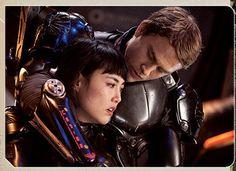 Mako Mori (Rinko Kikuchi) and Raleigh Becket (Charlie Hunnam). Actors Funny, Hot Actors, Robert Kazinsky, Raleigh Becket, Rinko Kikuchi, Gipsy Danger, Funny As Hell, Charlie Hunnam, Pacific Rim