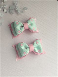 Mint and Pink Mini Hairbow ClipsItems similar to Mint and soft pink polka dots crochet edges hair bow clip set. Diy Hair Bows, Making Hair Bows, Ribbon Hair Bows, Diy Bow, Bow Hair Clips, Baby Girl Hair Accessories, Bow Accessories, Hair Bow Tutorial, Boutique Hair Bows
