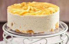 Hellapoliisin hyydytetty omenakakku Sewing Cake, Finnish Recipes, Piece Of Cakes, Cheesecakes, Beautiful Cakes, No Bake Cake, Deli, Sweet Tooth, Deserts