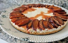 Lemon cheesecake with plums