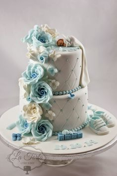 La Torta - unike kaker: Dåpskake - klassisk og søt Best Birthday Cake Designs, Cute Birthday Cakes, Baby Shower Cake Designs, Baby Shower Cakes For Boys, Baby Boy Cupcakes, Cupcakes For Boys, Baby Christening Cakes, Gateau Baby Shower, Fab Cakes