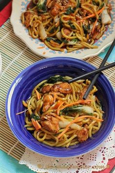 Crockpot Chicken Lo Mein from Life Made Sweeter super tasty and fast #dinner