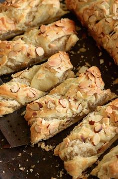Sweet Almond Pastry: best served warm for breakfast!- Sweet Almond Pastry: best served warm for breakfast! Sweet Almond Pastry: best served warm for breakfast! Brunch Recipes, Sweet Recipes, Breakfast Recipes, Dessert Recipes, Breakfast Ideas, Peach Cake Recipes, Brunch Foods, Brunch Dishes, Breakfast Healthy