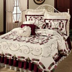Find out extraordinary quilt patterns like embroidered quilt patterns, patchwork quilt patterns, double wedding ring quilt patterns, log quilt patterns and some of the quilt patterns that you can use to make your own quilt. Quilt Bedding, Dorm Bedding, Bedding Sets, Bed Quilts, Bed Cover Design, Wedding Ring Quilt, Wedding Quilts, Shabby Chic, Quilted Bedspreads