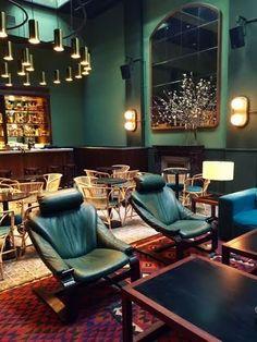 También en Casa Bonay... Los sillones retapizados con el cuero verde más bonito del mundo!! <3  #CasaBonay #antiqueboutiquebcn #AntiqueBoutique #AntiqueBoutiqueStudio #Antique #barcelona #bcn #vintage #midcentury #muebles #furniture #CustomMade