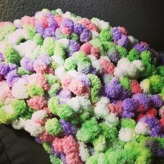 Treasures Made From Yarn: Pom-Pom Scarf made from Pom-Pom yarn... Free pattern!