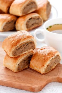 Paszteciki z mięsem Meat Pies with beef and chicken meat. (in Polish with translator) Full recipe Beef Recipes, Baking Recipes, Home Bakery, Oven Dishes, Polish Recipes, Polish Food, Rind, Casserole Recipes, Food And Drink