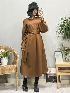 마리쉬♥패션 트렌드북! Modest Outfits, Modest Fashion, Girl Fashion, Fashion Dresses, Cute Outfits, Korean Street Fashion, Asian Fashion, Ulzzang Fashion, Simple Dresses
