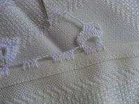 Facebook Twitter Pinterest LinkedIn Google + Bordo fiorito all'uncinetto molto semplice e delicato,utile per realizzare bordure per tovaglie,asciugamani e lenzuola. Per realizzare questo bordo fiorito all'uncinetto occorre: del filato di cotone e un uncinetto,e si lavora direttamente sul tessuto. 1° giro,sul tessuto fare ,5 maglie alte, saltare 1 cm di tela , 5 catenelle,ripetere per … Crochet Lace, Crochet Bikini, Ribbon Design, Irish Lace, Crochet For Kids, Handicraft, Pattern Design, Crochet Patterns, Knitting