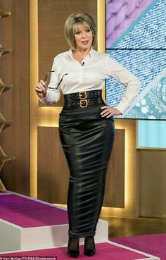 Ruth Langford looking hot wearing a long leather hobble skirt And waist cinching Lederrock Long Leather Skirt, Leather Dresses, Leather Skirts, Sexy Skirt, Dress Skirt, Rubber Dress, Hobble Skirt, Leder Outfits, Ruth Langford