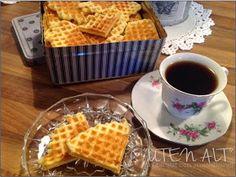 """""""Uten alt"""": Kakevafler / sprø vafler / tørre vafler / potetmelsvafler... Baking, Breakfast, Food, Morning Coffee, Bakken, Essen, Meals, Backen, Yemek"""
