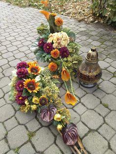 Vence, Flower Room, Funeral Flowers, Flower Arrangements, Floral Wreath, Projects To Try, Bouquet, Wreaths, Plants