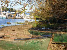 Foto de botes y en el fondo el Club Naútico de la ciudad