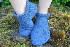 Nilkkasukat kesäksi – ohje – Ei tullut kässämaikkaa Fingerless Gloves, Arm Warmers, Socks, Fashion, Fingerless Mitts, Moda, Fashion Styles, Sock, Fingerless Mittens