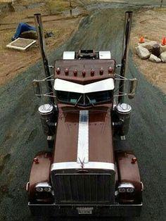 If my cowboy were to drive a truck, this one would definitly be it. Show Trucks, Big Rig Trucks, Lifted Trucks, Old Trucks, Pickup Trucks, Peterbilt 359, Peterbilt Trucks, Custom Peterbilt, Custom Big Rigs
