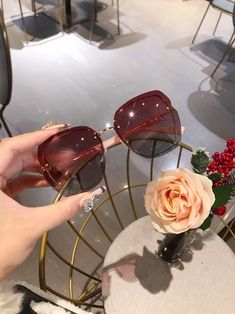 Round Lens Sunglasses, Cat Eye Sunglasses, Sunglasses Women, Eye Glasses, Woman, Outfit, Closet, Fashion, Lenses