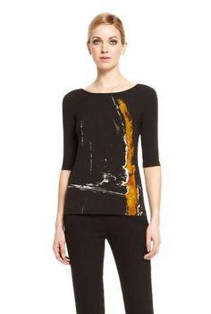 <p>Top estampado en color negro de Donna Karan</p>