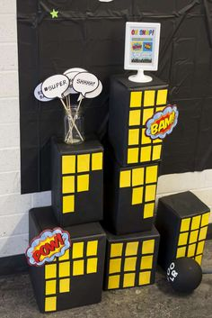 Check out the awesome photo booth props at this Superheroes Birthday Party! Incredibles Birthday Party, Superman Birthday Party, Batman Party, Superhero Party, 4th Birthday, Superhero Photo Booth, Festa Pj Masks, Comic Party, Superhero Baby Shower