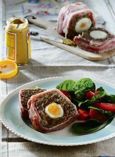 Op Tannie Poppie se Sondagtafel | Skotse eiers Dessert Recipes, Desserts, Tuna, Beef Recipes, Poppies, Fish, Meat, South Africa, Cakes