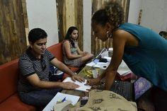 Oficina gratuita de figurino e maquiagem teatral para deficientes #timbeta #sdv #betaajudabeta
