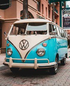 New vintage cars volkswagen vw vans 28 ideas Volkswagen Vintage, Vw Vintage, Car Volkswagen, Volkswagen Transporter, Wolkswagen Van, Van Vw, Vw T1 Camper, Kombi Motorhome, Combi Hippie