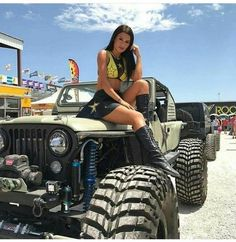 Women who love Jeeps make up a unique subculture within the culture of Jeep enthusiasts that are part of a larger group or culture of enthusiasts. These women are like-minded, embrace new people and Jeep 4x4, Jeep Truck, Jeep Willys, Trucks And Girls, Car Girls, Jeep Wrangler Girl, Chevy, Jeep Baby, Badass Jeep