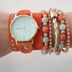Relógio com pulseiras alaranjadas.    www.relogiosdadora.com.br