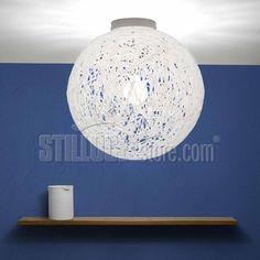 Emporium Reload Soffitto lampada soffitto con paralume in materiale plastico termofuso di cui una parte derivante dal processo di riciclo; è disponibile nella versione multicolor o bianca.
