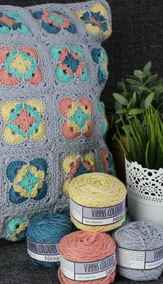 Vinni's Colour Nikkim | Crochet Cushion Vinni's Free Pattern | Black Sheep Wools