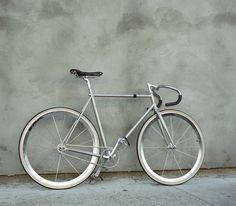 old fashioned bike? Bici Retro, Retro Bike, Ben Roberts, Fixed Gear Bicycle, Bike Style, Bike Design, Road Bikes, Bike Life, Pure Products