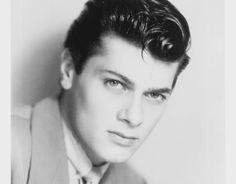 Tony Curtis (He was born to poor Hungarian immigrants and went on to become one of the most famous faces in Hollywood history. He stared in over 140 films and was lover to almost as many women, Tony Curtis, has passed away at 85 commented by Emese: Thx)