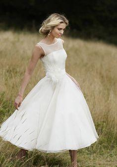 Simple Sleeveless Bateau Neck Tea Length Wedding Dress with Hand Made Flowers