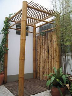 Bamboo structure - by BambuBrasileiro - Bamboo Arts and Crafts Gallery photo booth Bamboo Art, Bamboo Crafts, Diy Pergola, Cheap Pergola, Gazebo, Outdoor Rooms, Outdoor Living, Outdoor Showers, Bamboo Building