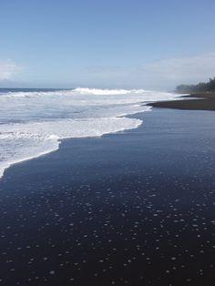 plage de sable noir - ile de la réunion - océan indien