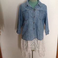 Lightweight Spring Denim Jacket Cute light wash and lightweight Jean denim jacket in great condition! Has a slot on the sleeves, and slotted pockets on the front chest. Perfect spring item. :) size large but could also fit small and medium for an oversized fit. Relativity Jackets & Coats Jean Jackets
