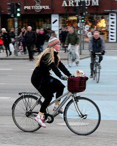 Levando o dog para dar um rolê de bike por #Copenhagen #fashion #bike