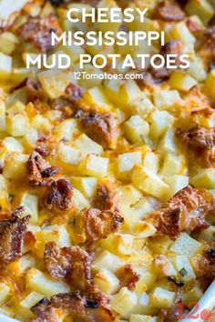 Cheesy Mississippi Mud Potatoes - Comfort food done right. potato al horno asadas fritas recetas diet diet plan diet recipes recipes Potato Sides, Potato Side Dishes, Vegetable Dishes, Potato Meals, Best Side Dishes, Main Dishes, Side Dish Recipes, Vegetable Recipes, Dinner Recipes